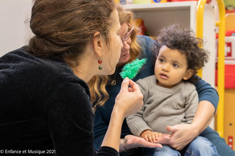 Enfant écoutant une histoire