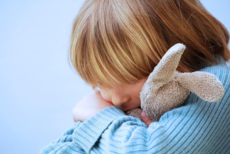 enfant avec doudou