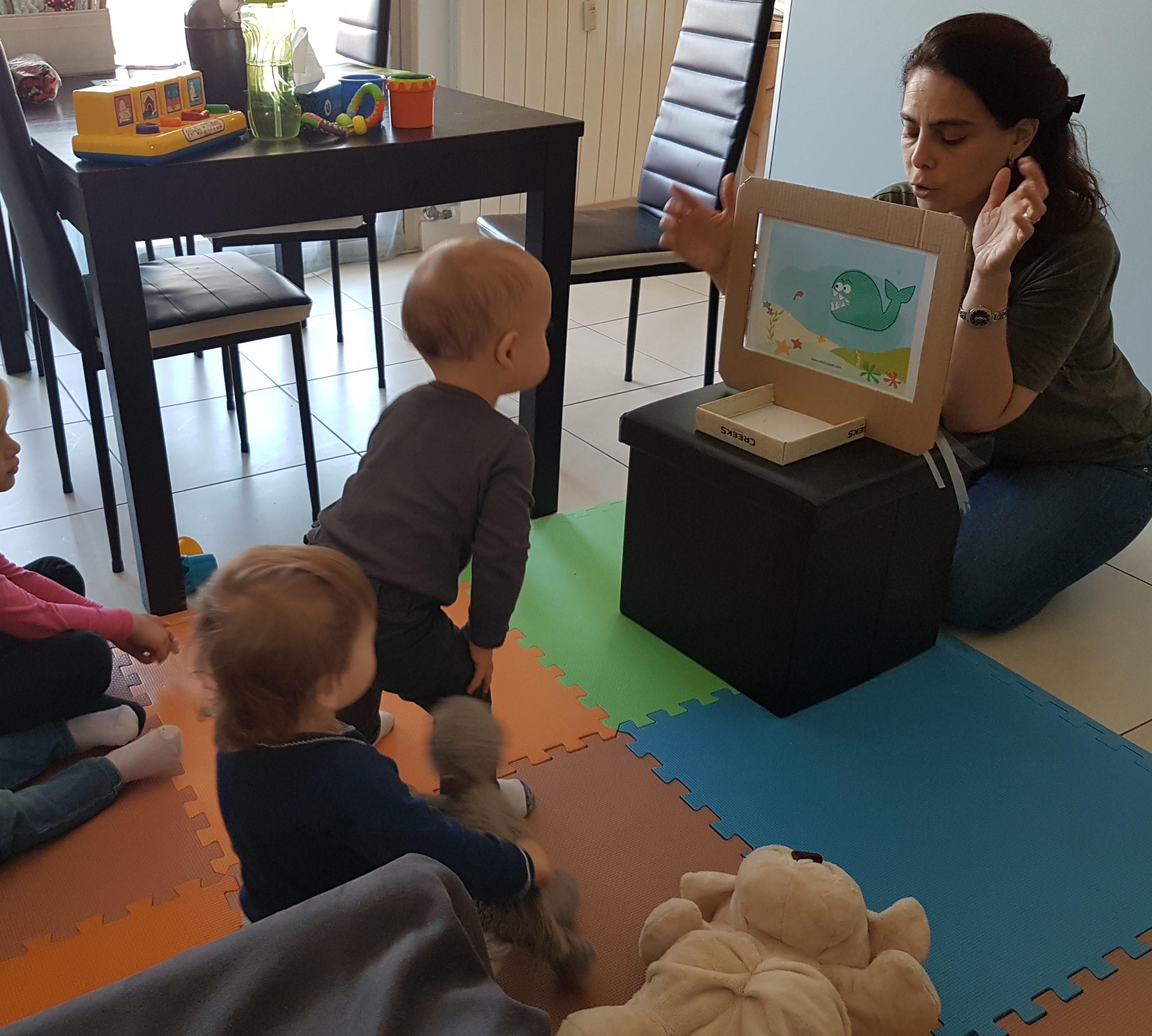 Lorène Bulka assistante maternelle avec les enfants qu