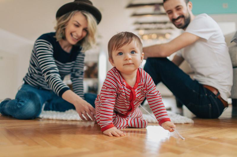 parents et jeune enfant