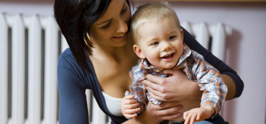 puéricultrice avec un enfant