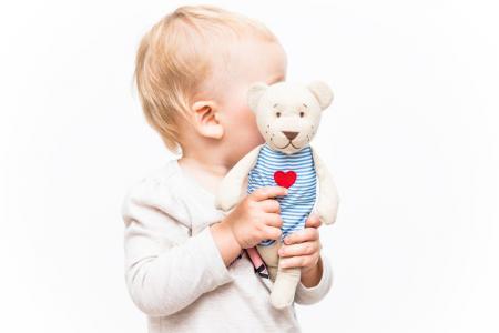 bébé avec son doudou