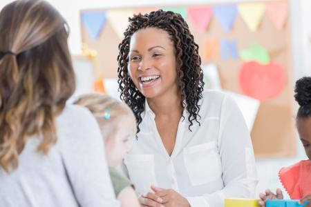 dialogue maman et professionnel de la petite enfance