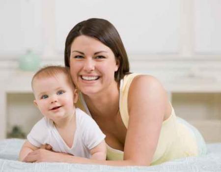 bébé avec assistante maternelle