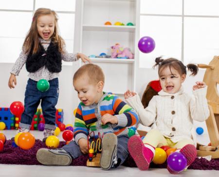 enfants chez assistante maternelle