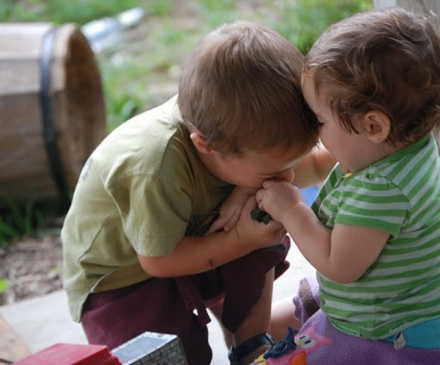 enfants se disputant