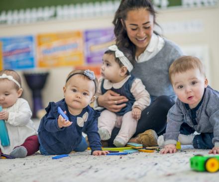 en crèche enfants et professionnel