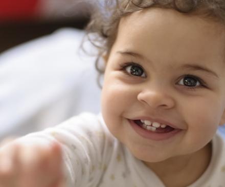Enfant gai et souriant