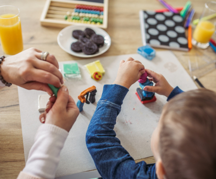 activités manuelles dans un mieu d'accueil jeune enfant