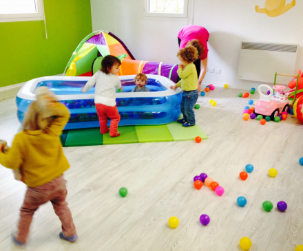Enfants à la mam ptites bulles