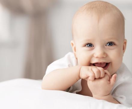bébé qui babille