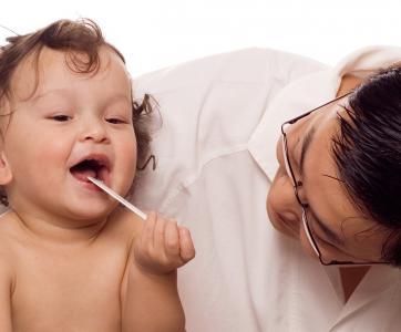 bébé en consultation chez le médecin