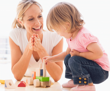 assistante maternelle avec enfant