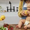 Bébé avec de la nourriture
