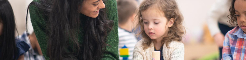 dialogue professionnelle petite enfance et petite fille